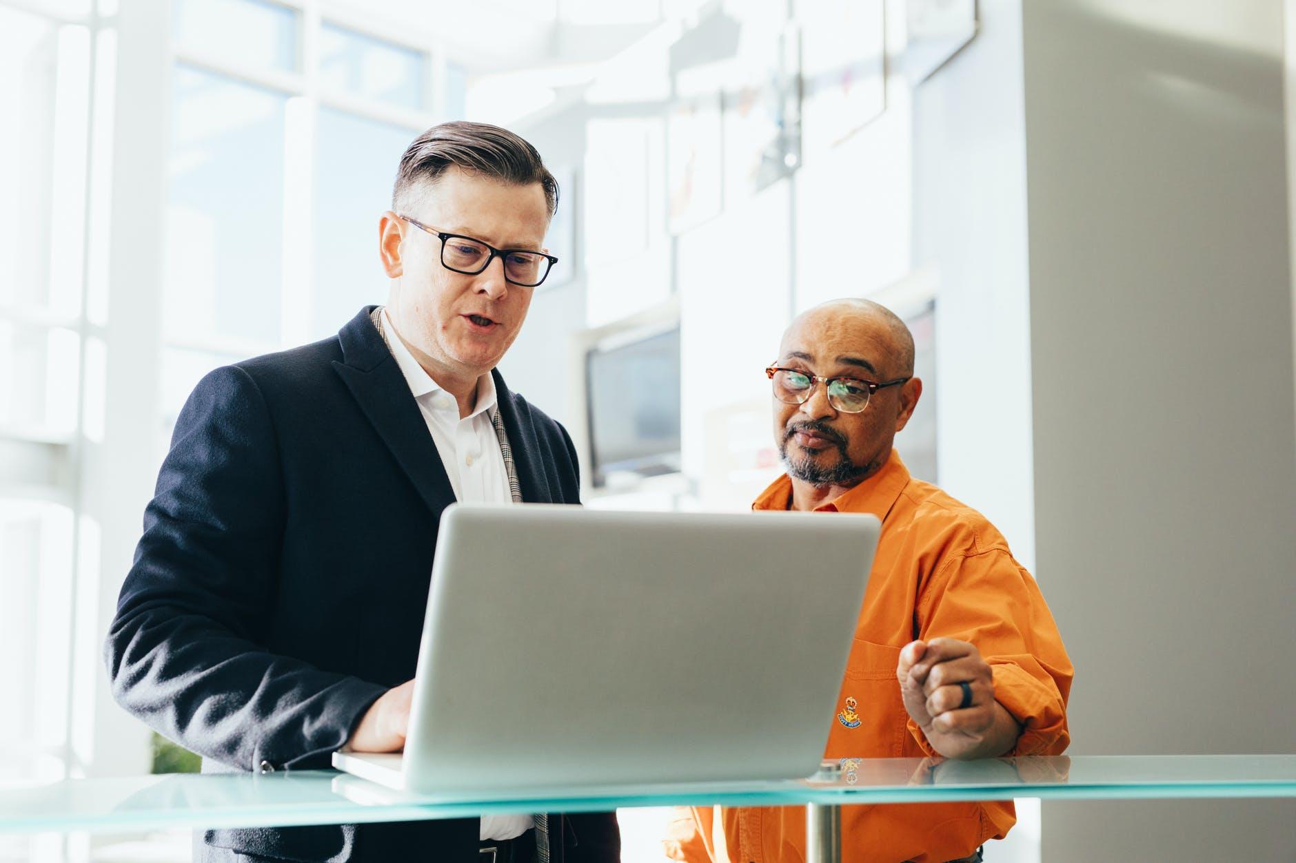 انتخاب سبک های مدیریتی بر چه مبنایی باید صورت بگیرد؟