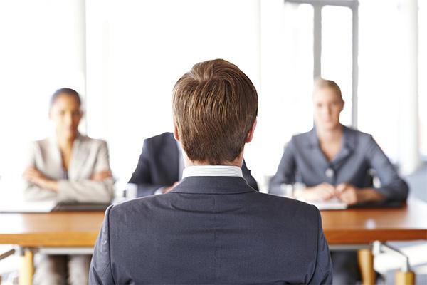 سوالاتی که در مصاحبه باید از کارجو بپرسیم.